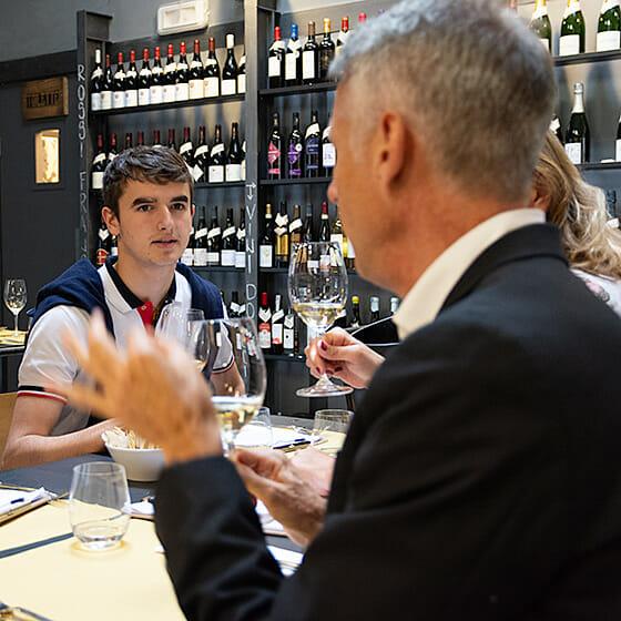 Observation du vin dans le verre