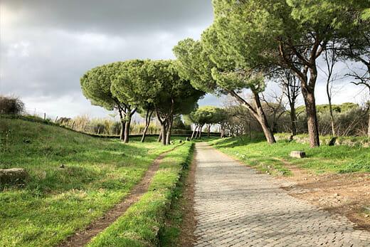 Balade romantique main dans la main Via Appia Antica