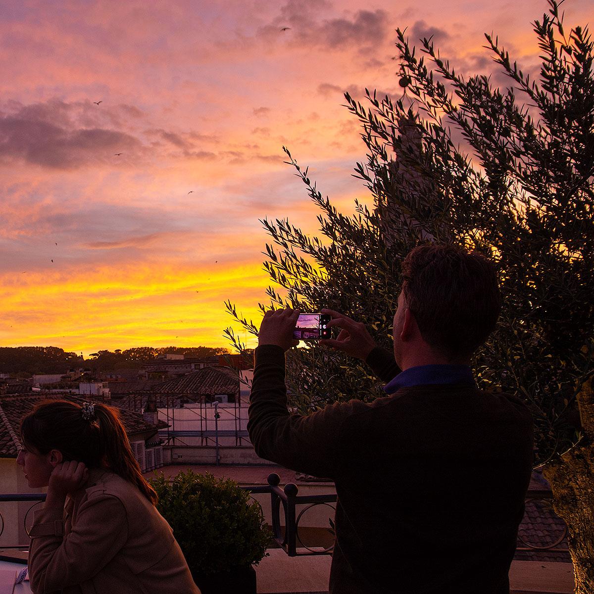 Coucher de soleil, vue des terrasses de Rome