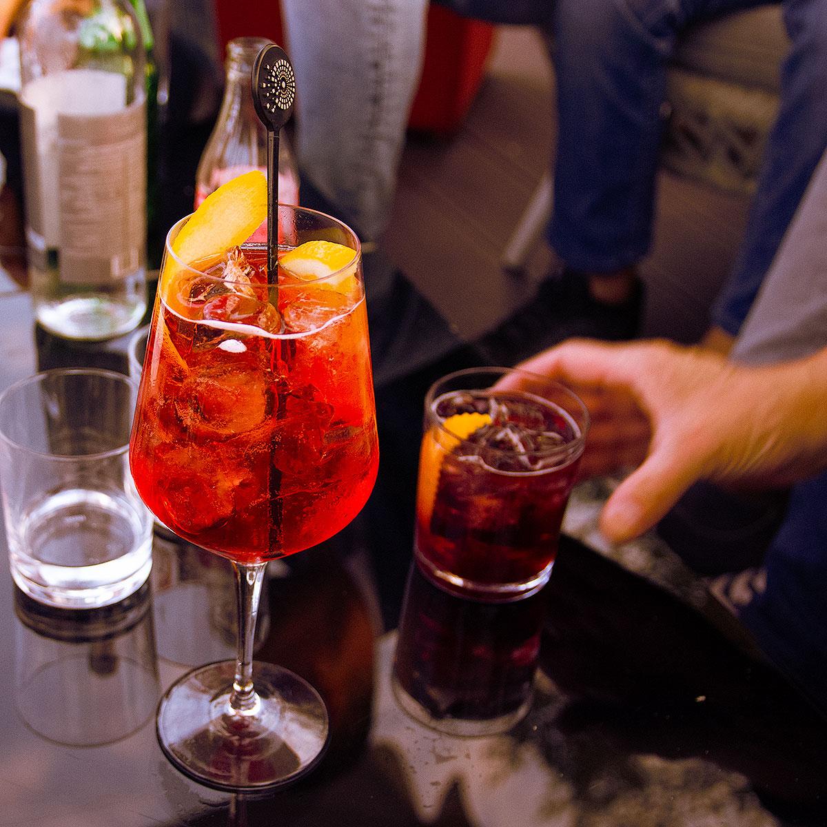 Cocktail, Spritz, Americano, un large choix de boissons. Avec ou sans alccol.