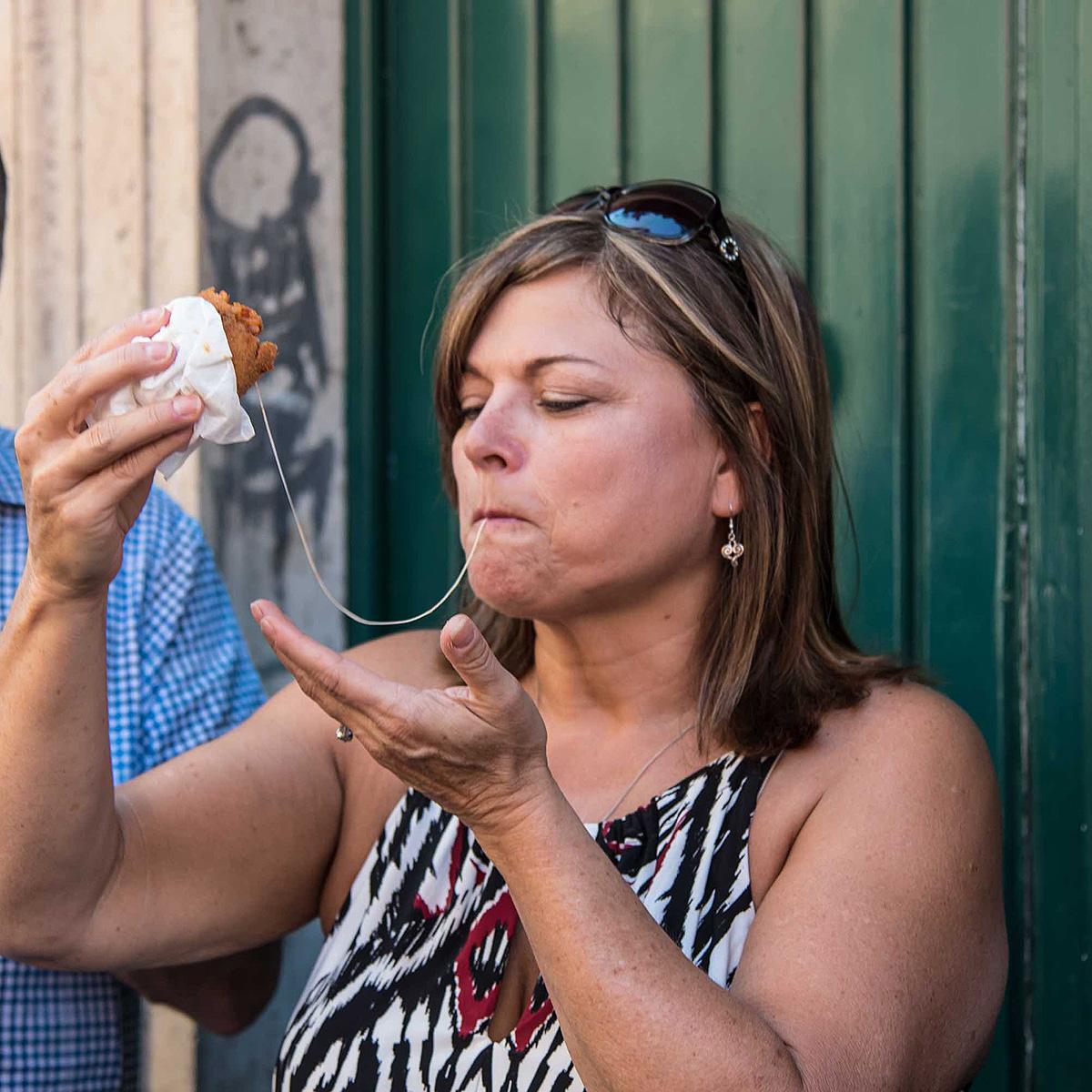 Manger dans la rue comme à New York sauf que là c'est bon