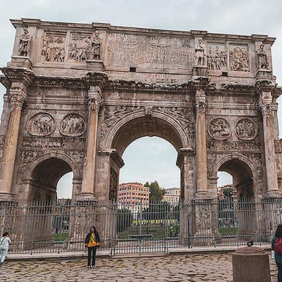 L'Arc de Titus est un arc de Triomphe Romain